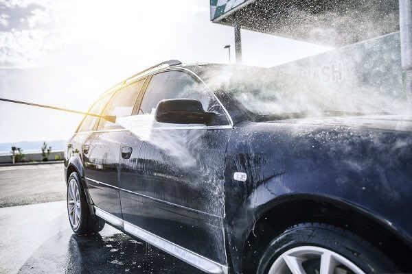 Sự khác biệt giữa RỬA XE Ô TÔ CHUẨN DETAILING và Rửa xe truyền thống